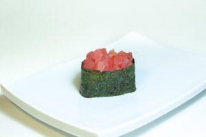19 Магуро спайси (40 руб. 38 гр.) тунец, соус спайси
