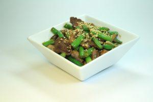 Теплый салат из говядины 160 руб. (Говядина, шампиньоны, стручковая фасоль,чеснок,соевый соус, кунжут,специи) порц. 200гр 214 Ккал на 100 гр